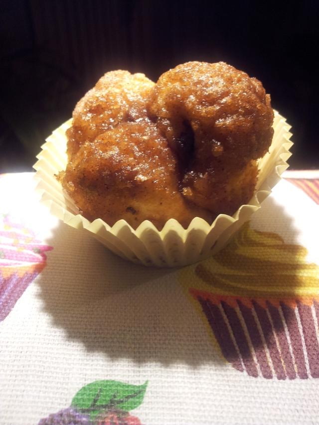 Vyvacious || Chocolate-filled cinnamon sugar monkey bread muffins