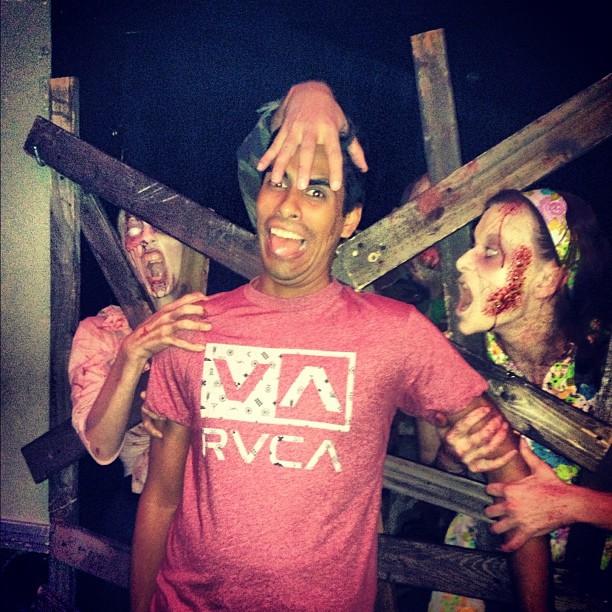 Vyvacious || Zombies R Gonna Eat Mah Brainz - Julio