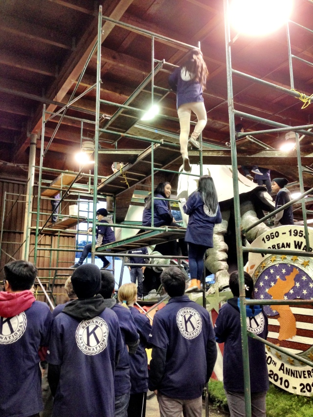 Kiwanis kids volunteering at the Rosemont Pavilion building Rose Parade Floats