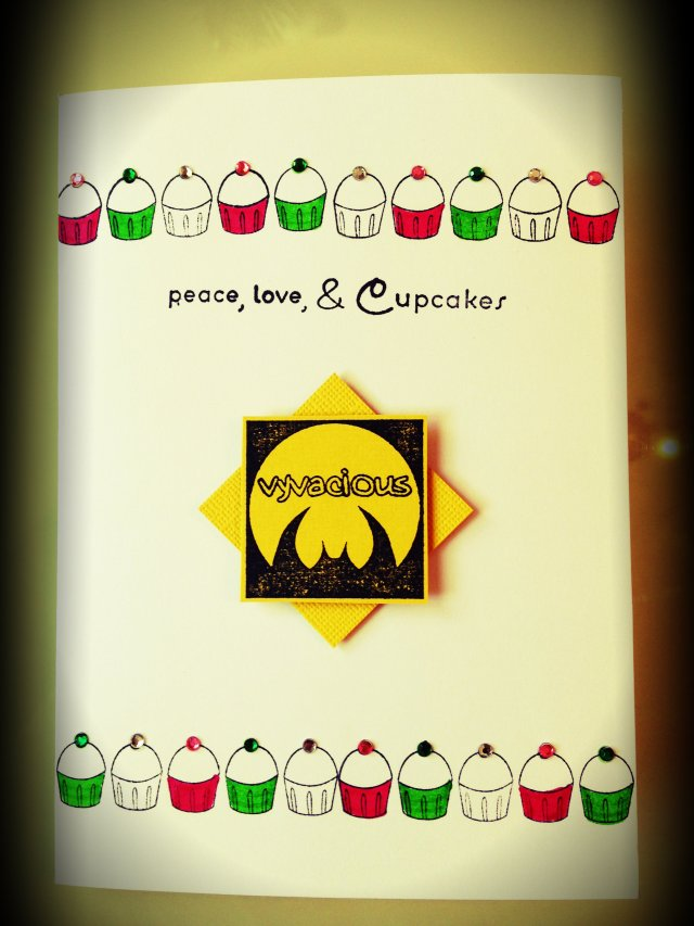 Vyvacious || Holiday Cupcake Card