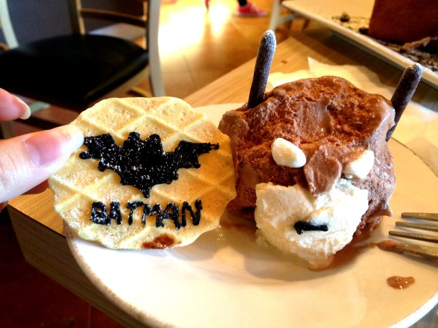 Vyvacious || Decapitated Batman at Milk and Honey Cafe