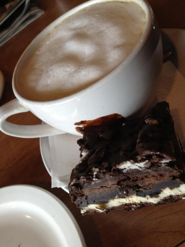 Vyvacious || Vanilla latte & Oreo Dessert at Twiggs