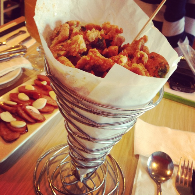 Vyvacious || Popcorn Chicken at Milk and Honey Cafe