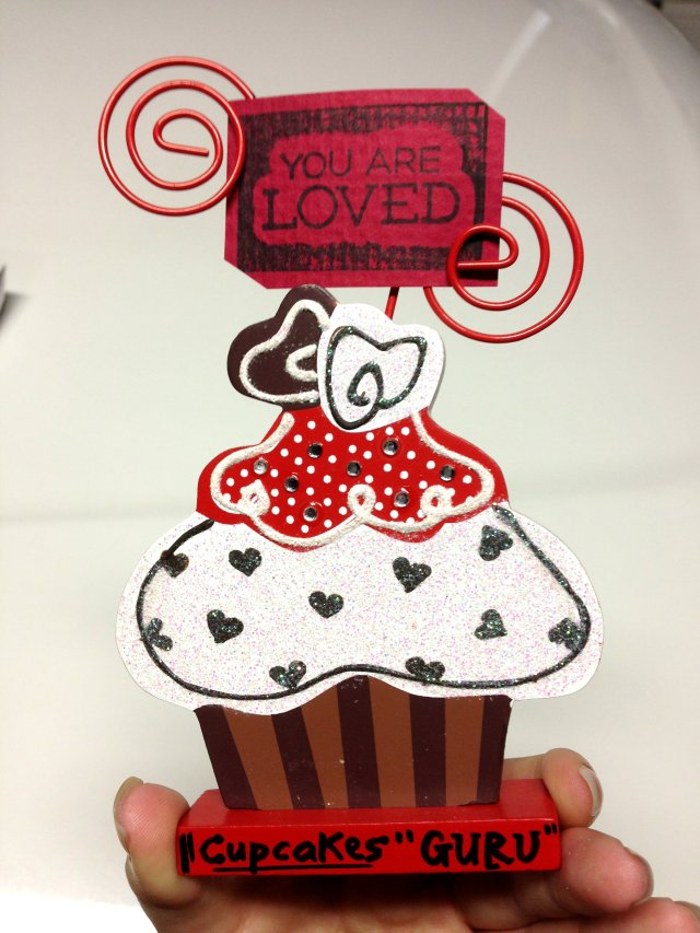Vyvacious || Valentine's Day Present  - Cupcake Picture Holder